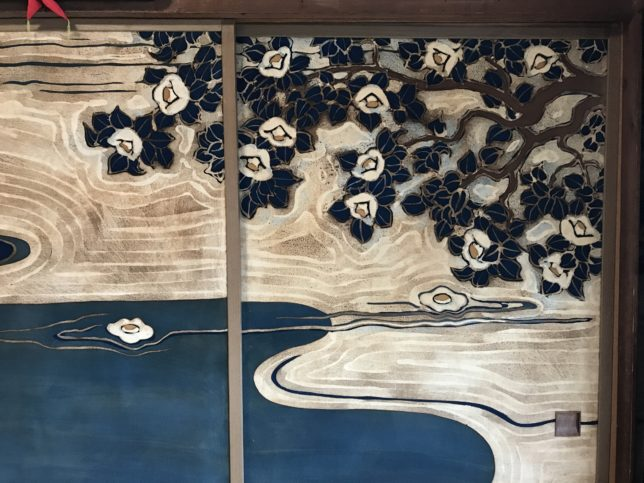 椿襖絵「元就白椿(湖にうつる水天と白椿」満願寺中の間20180310
